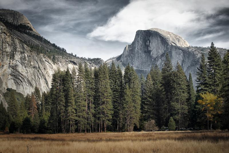 Купол на парке Yosemite стоковые изображения rf