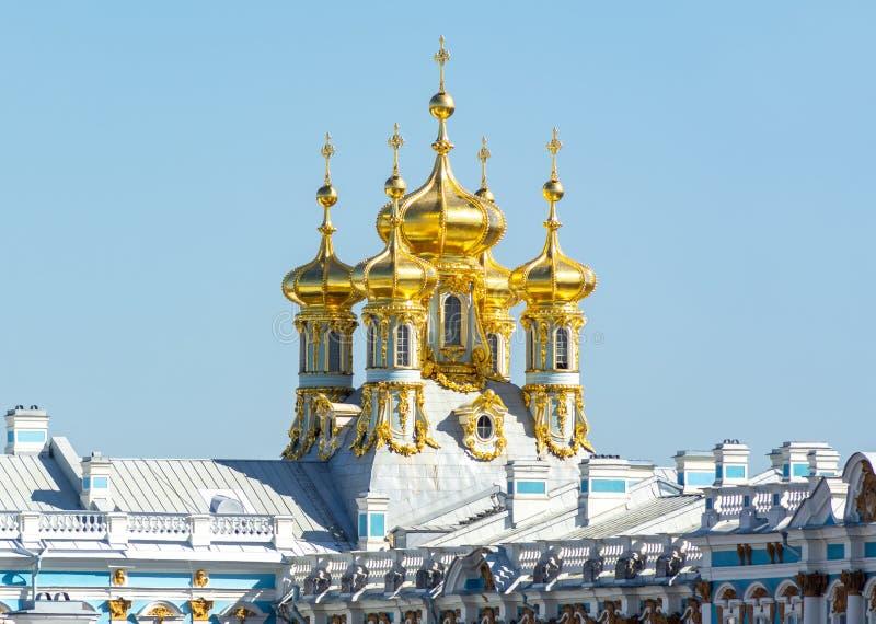 Купол церков дворца Катрин в Pushkin Tsarskoe Selo, Санкт-Петербурге, России стоковая фотография