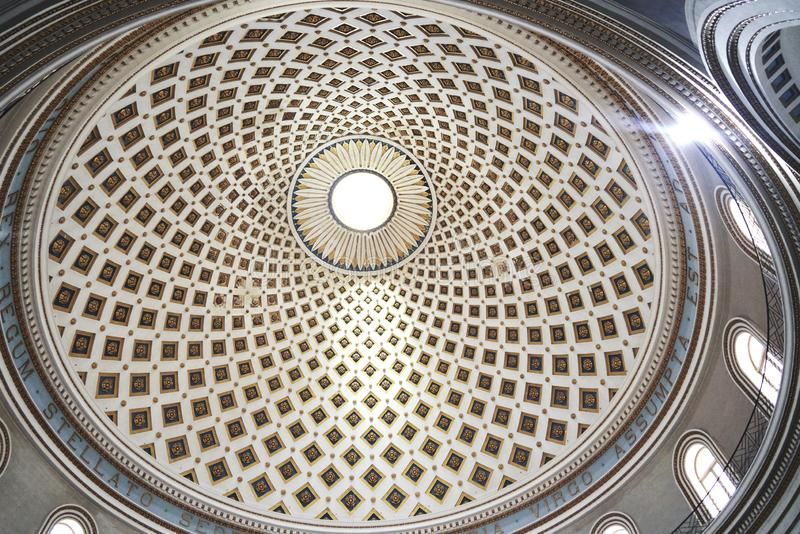 Купол церков от внутренности стоковые изображения