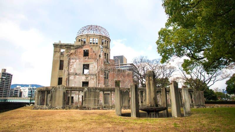 Купол атомной бомбы на парке мира мемориальном, Хиросиме, Японии стоковые фотографии rf