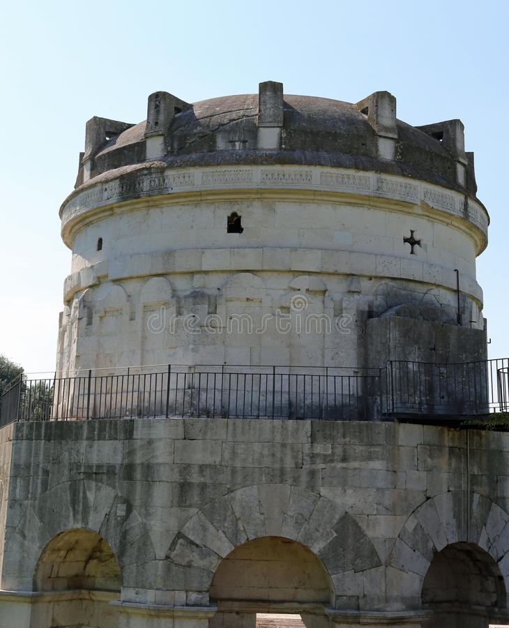 купол мавзолея Theodoric в городе Равенны в Италии стоковое фото rf