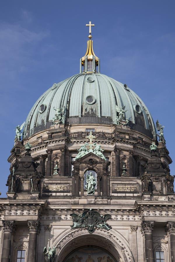 Купол церков собора Dom берлинца; Берлин стоковая фотография rf
