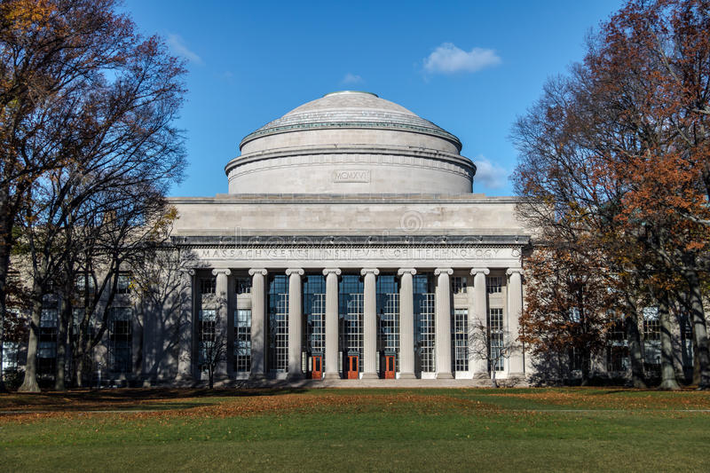 Купол MIT Массачусетсского института - Кембридж, Массачусетс, США стоковое изображение rf