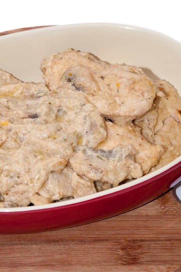 Куриные грудки в cream соусе с грибами стоковая фотография rf