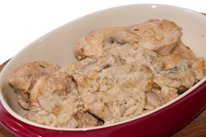 Куриные грудки в cream соусе с грибами стоковое фото rf