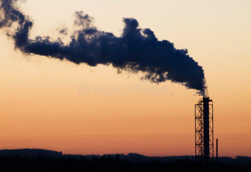 курить печной трубы промышленный стоковое изображение