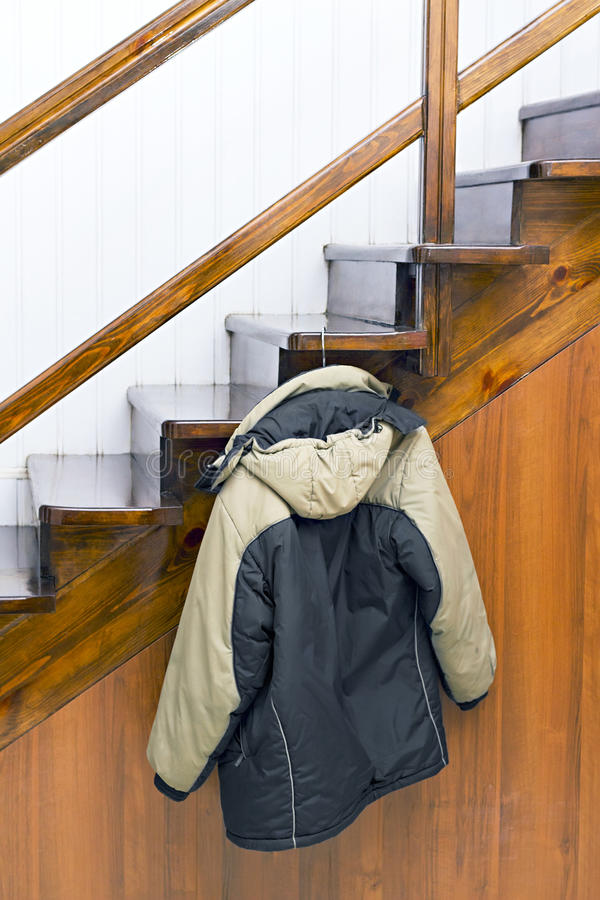 куртка вешалки стоковое фото rf