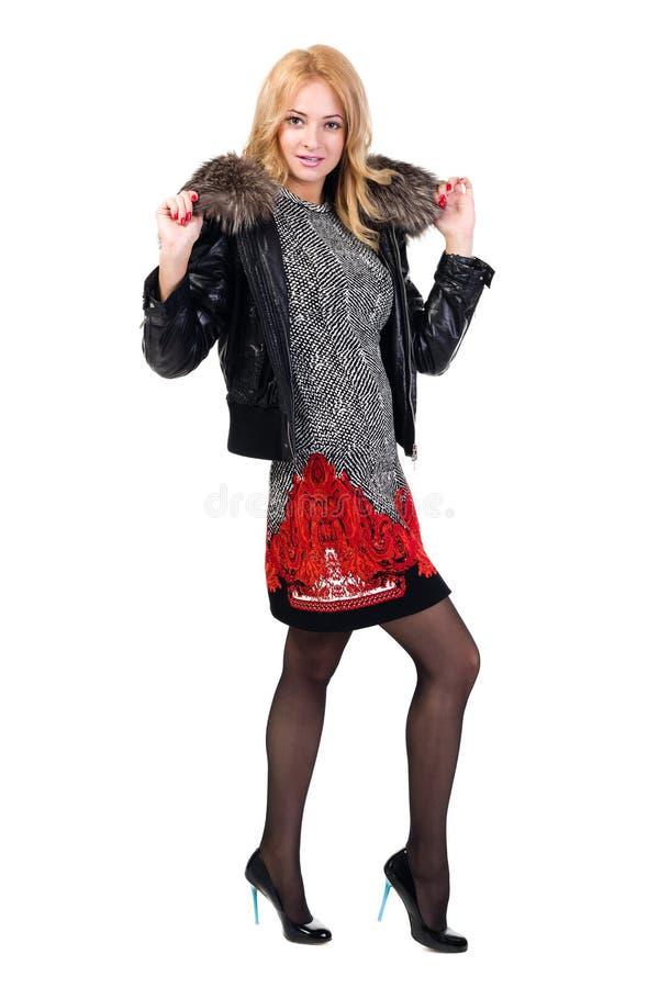 Куртка женщины пробуя с мехом стоковые фотографии rf