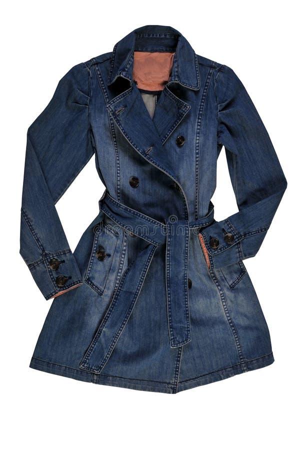 Куртка джинсовой ткани ` s женщин голубая, изолят на белизне женское пальто джинсовой ткани стоковое изображение