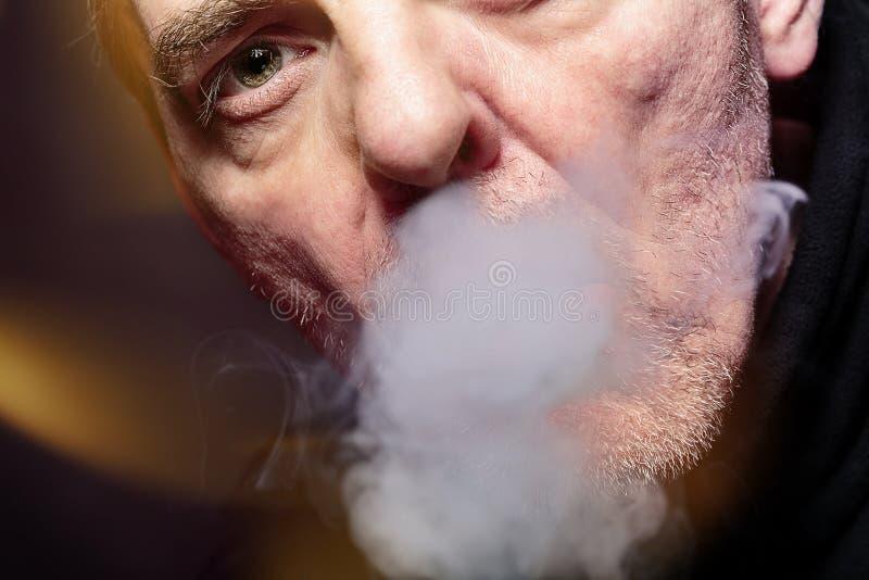 Куря человек стоковое изображение rf