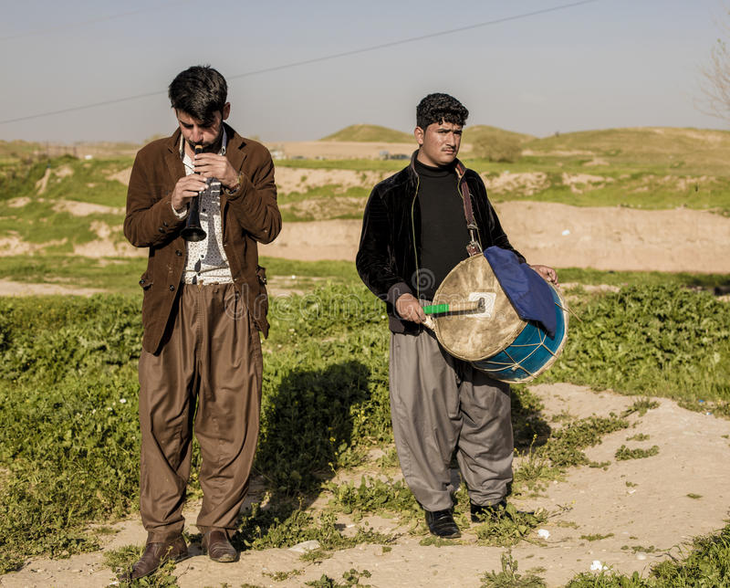 Курдские люди играя музыку стоковая фотография rf