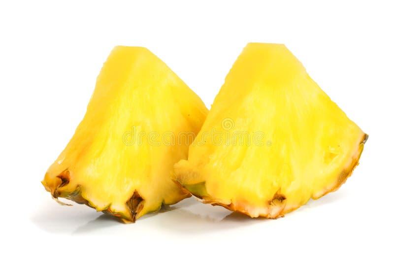 Куски ананаса изолированные на белом конце-вверх предпосылки стоковое изображение rf