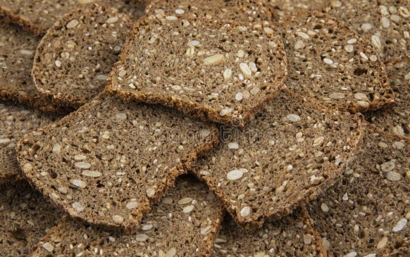 Куски коричневого хлеба в мешках стоковые изображения