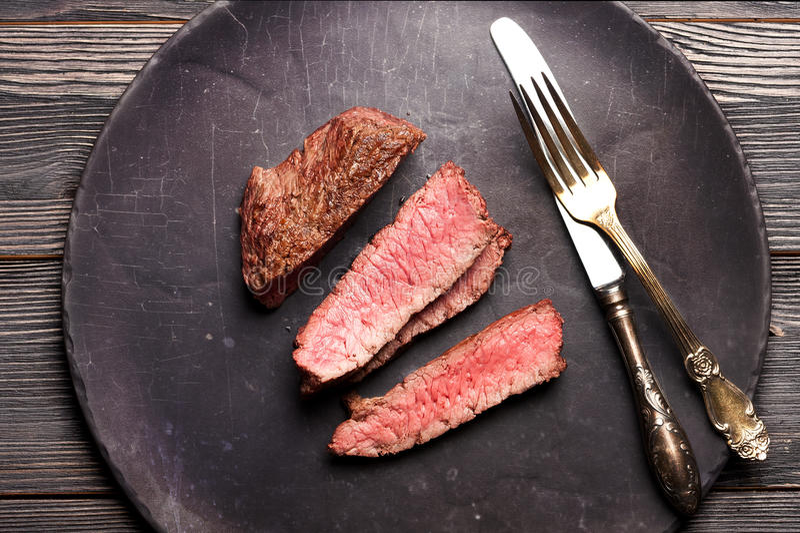 Куски стейка говядины Взгляд сверху стоковое фото rf