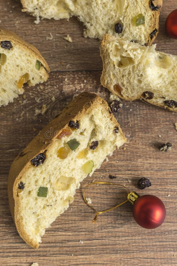 Куски традиционного итальянского десерта рождества стоковое фото