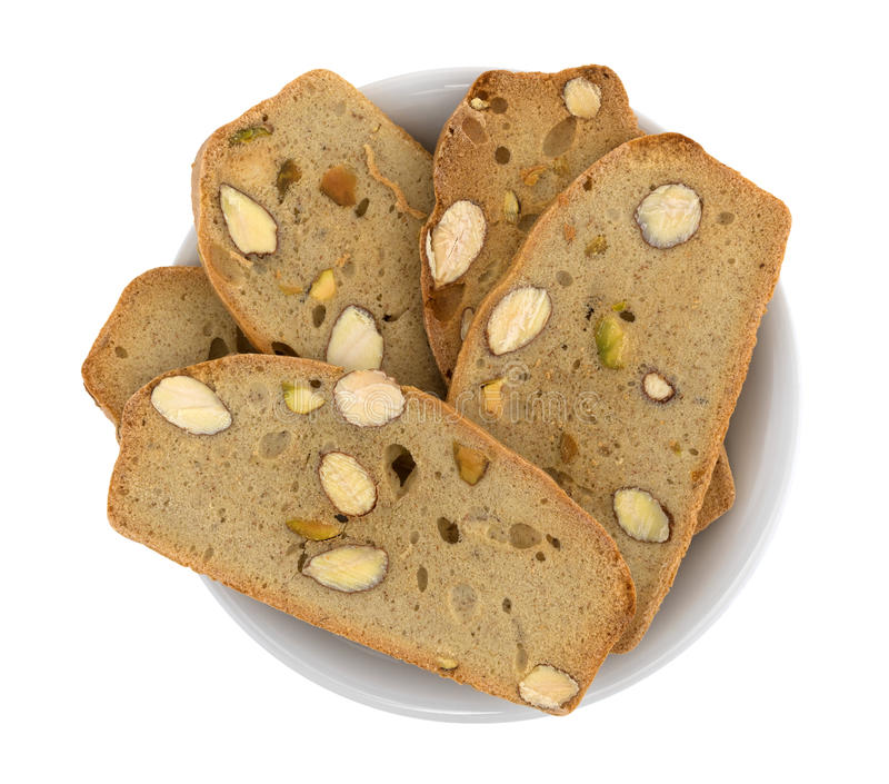 Куски хлеба фисташки миндалины хрустящие в шаре стоковое фото rf