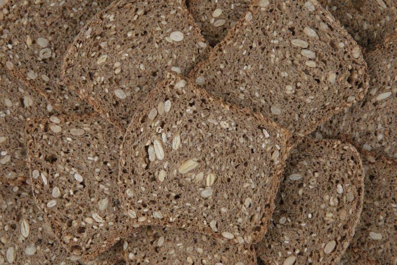 Куски штабелированного коричневого хлеба стоковые фотографии rf