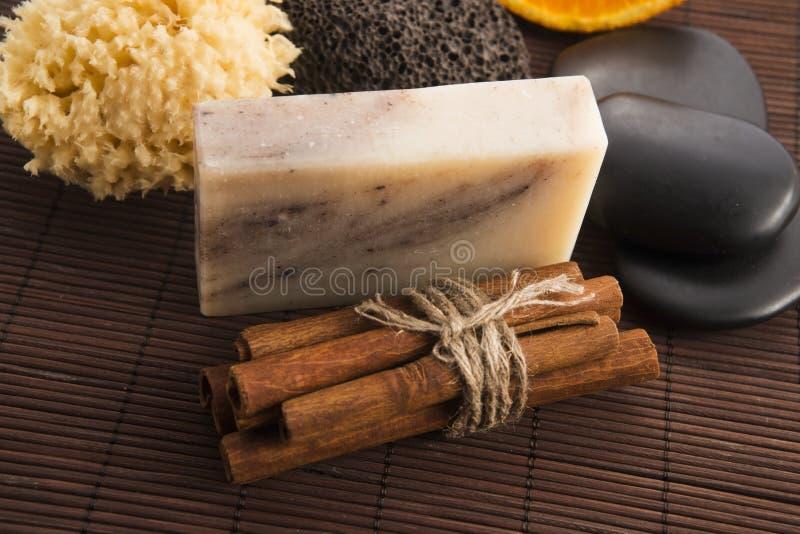 Кусок мыла с циннамоном и апельсином стоковое фото