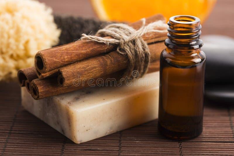 Кусок мыла с циннамоном и апельсином стоковые изображения rf