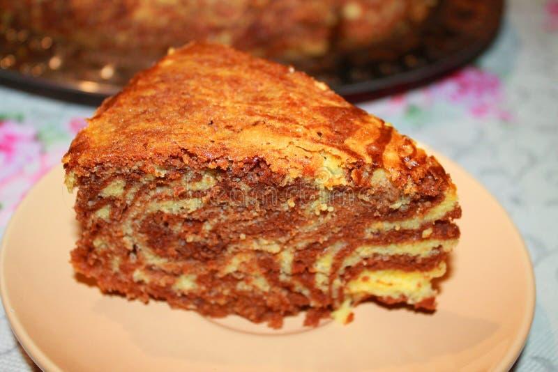 Кусок пирога на поддоннике стоковые фотографии rf