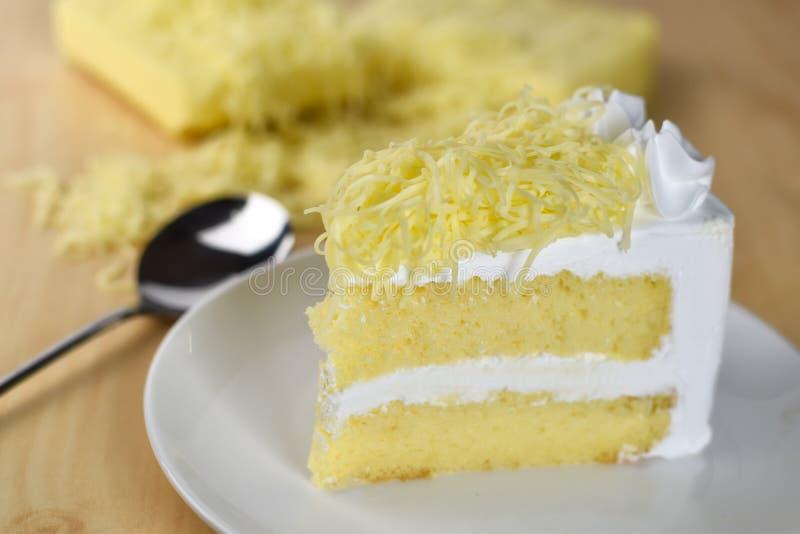 Download Кусок пирога с сливк хлыста и отбензиниванием заскрежетанного сыра Стоковое Фото - изображение насчитывающей отпразднуйте, расстегай: 81814120