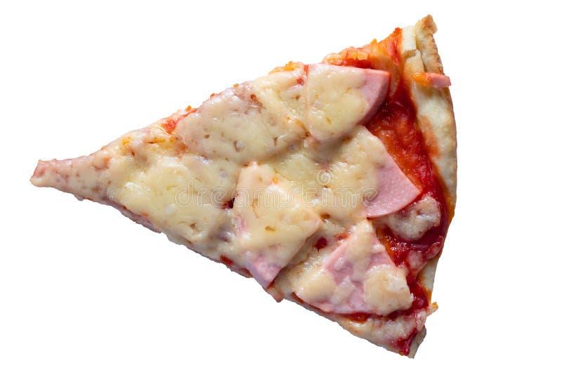 кусок пиццы с сыром и сосиской на белой изолированной предпосылке стоковое фото rf