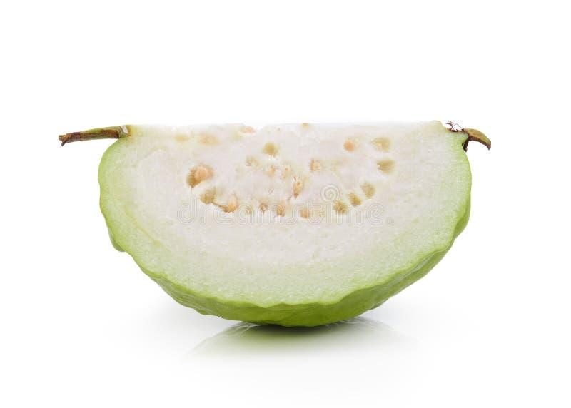 Кусок Guava (тропический плодоовощ) на белой предпосылке стоковая фотография rf