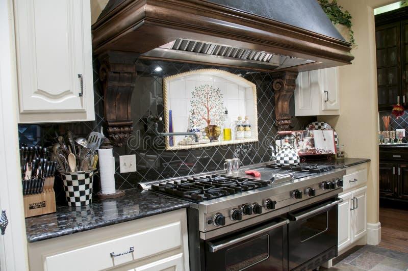 Кухня верхнего сегмента стоковое фото