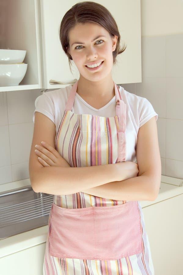кухня девушки стоковое фото