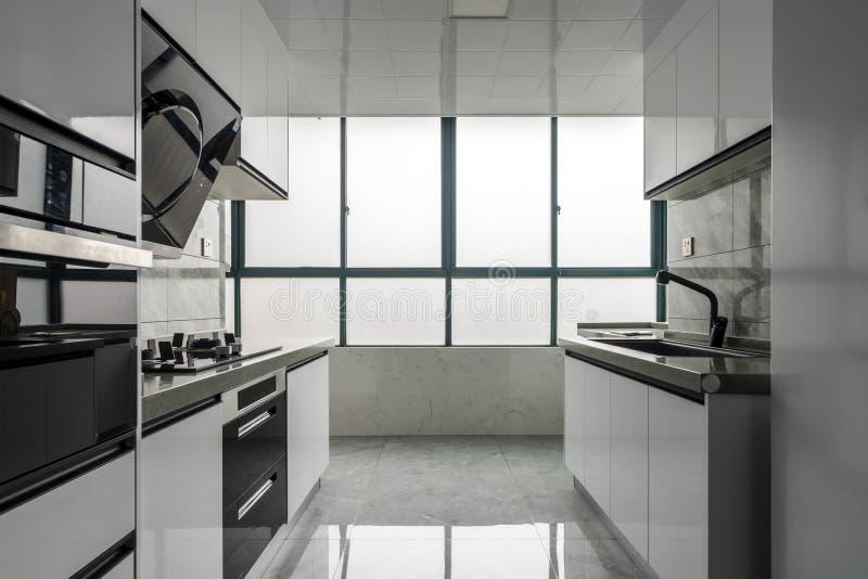 Кухня для современной семьи стоковые изображения