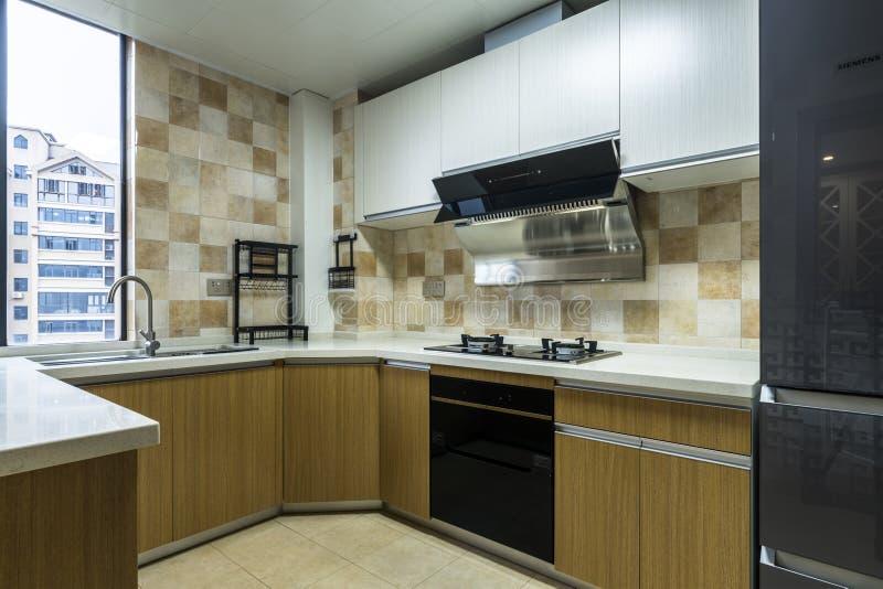 Кухня для современной семьи стоковые фотографии rf