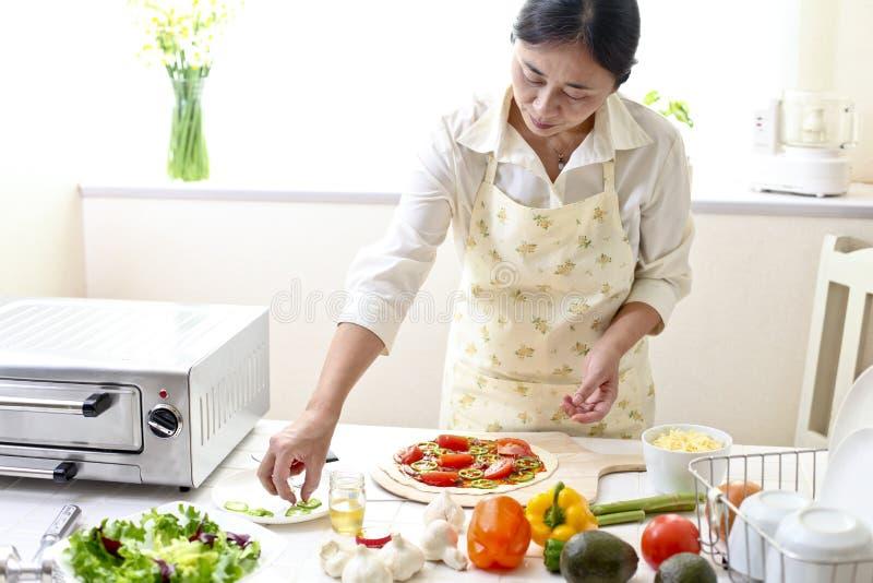 Кухня, пицца, делает стоковые фотографии rf