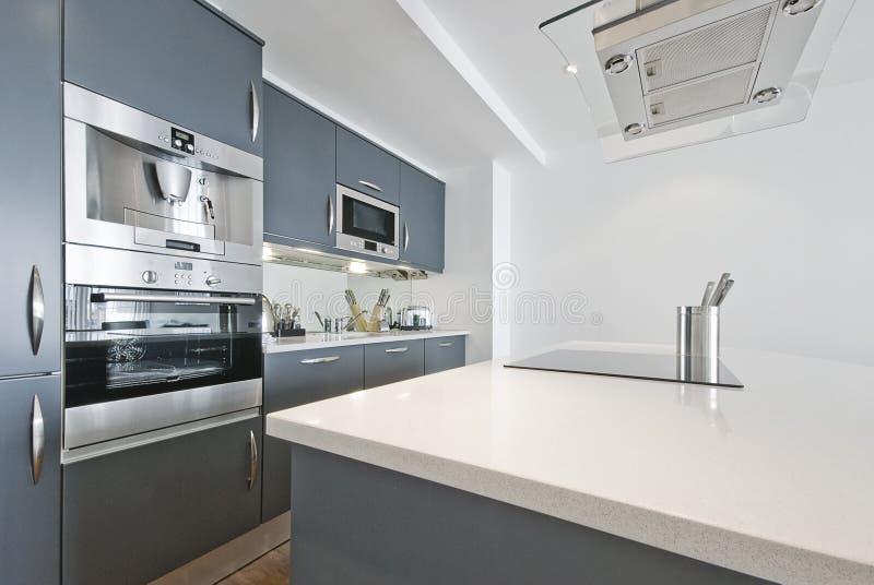 кухня самомоднейшая ультра стоковые изображения rf