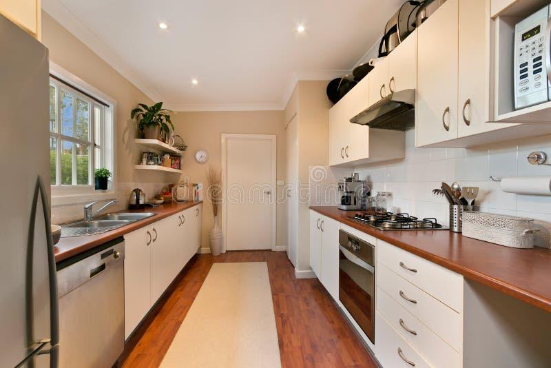 Кухня с современным стилем стоковые фото