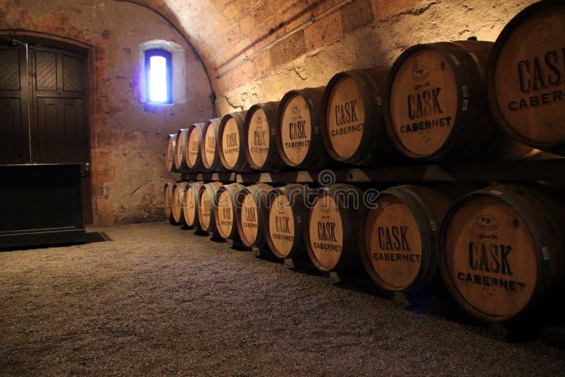 Куча вина несется винный погреб стоковое фото