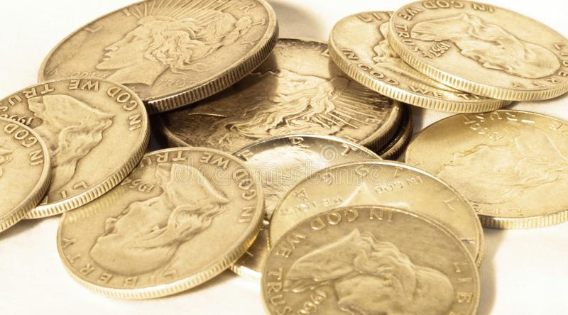 Куча винтажных серебряных долларов стоковая фотография