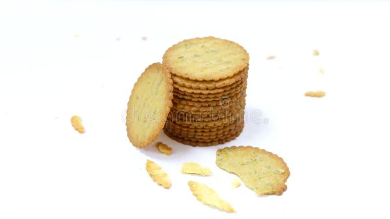 Куча всех вкусных печений с семенами сезама и сломленным печеньем изолированными на белой предпосылке стоковые фотографии rf