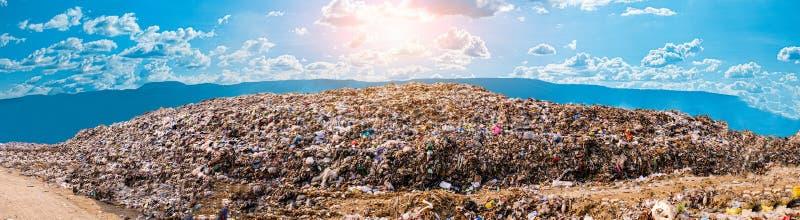 Куча и загрязнение отброса горы большая стоковое фото rf