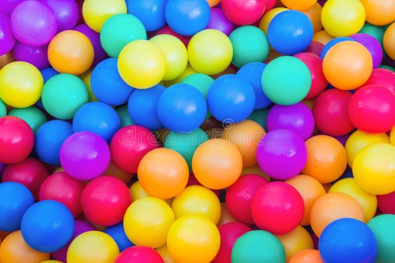 Куча красочных маленьких шариков стоковые фото
