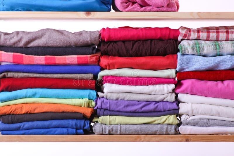Куча красочных одежд стоковые фотографии rf