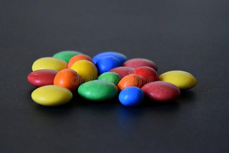 Куча красочных сладостных bonbons стоковое фото rf