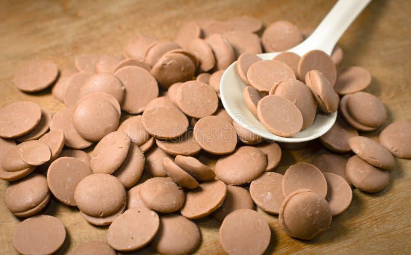 Куча кусочков шоколада стоковое изображение rf