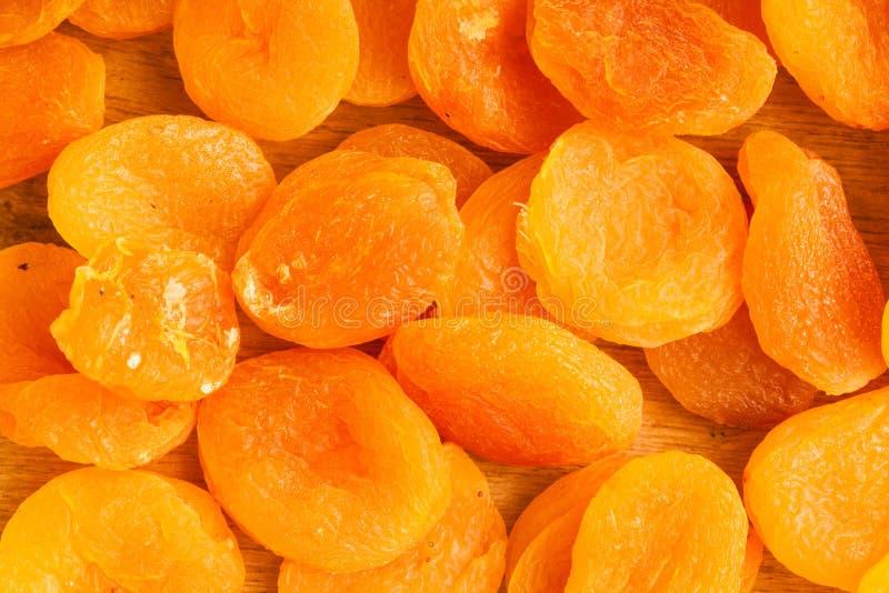 Куча предпосылки еды конца-вверх высушенных абрикосов стоковое фото