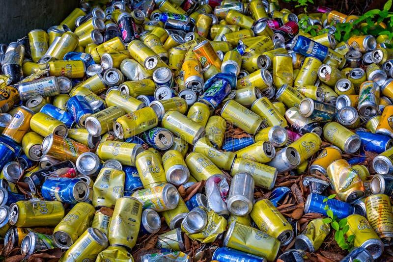 Куча пустых чонсервных банк питья стоковое фото