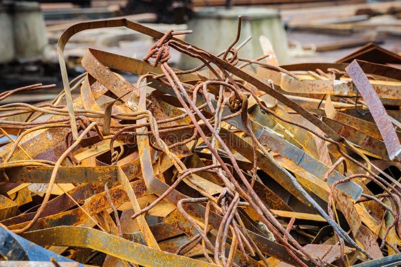 Куча ржавого металлолома стоковая фотография rf