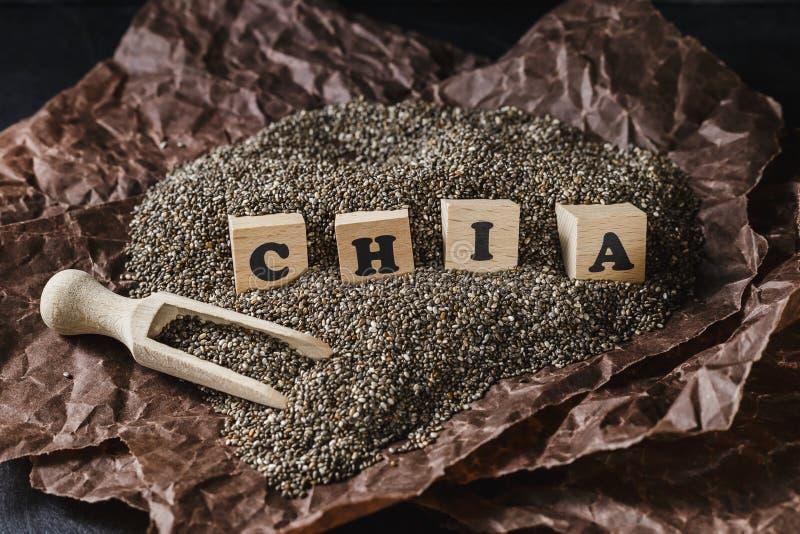 Куча семян chia над темной предпосылкой стоковые фотографии rf
