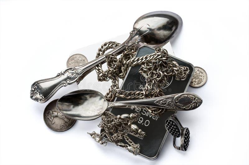 Куча серебряного миллиарда, silverware, ювелирных изделий и старых монеток стоковое фото