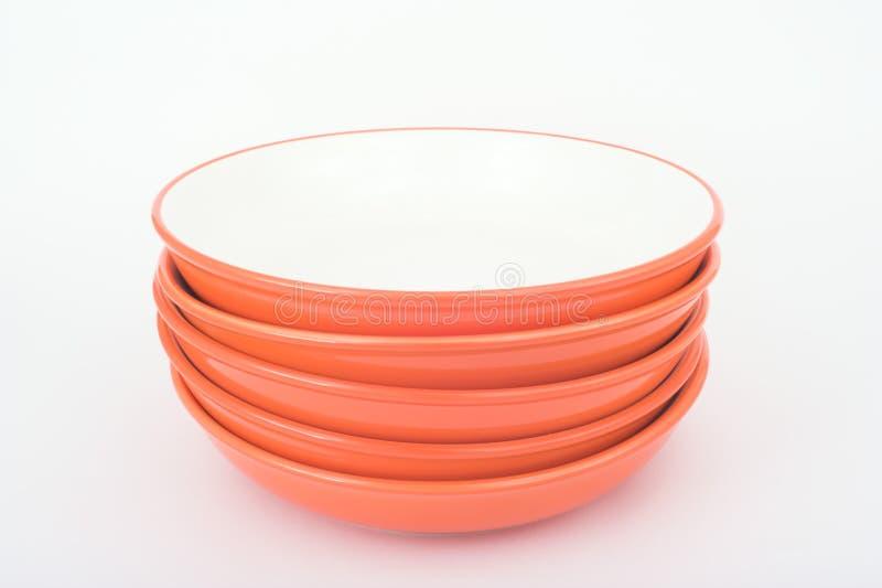 Download куча тарелок стоковое фото. изображение насчитывающей тарелки - 493646