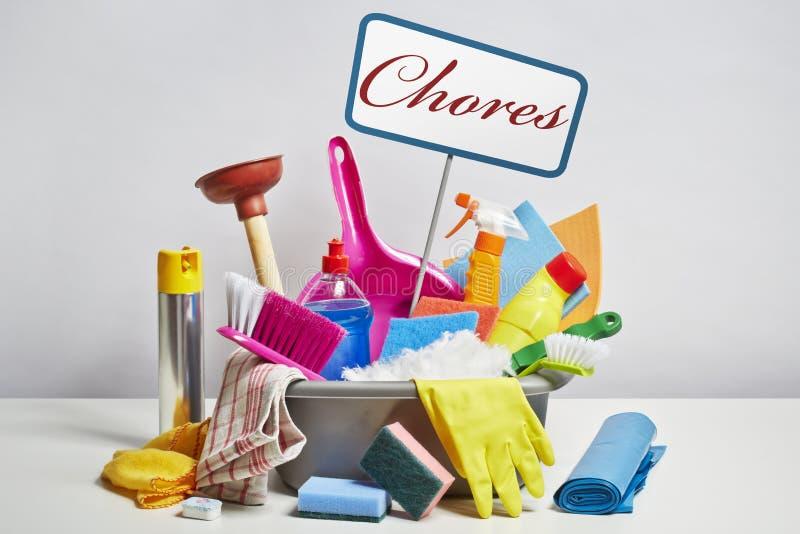 Куча чистящих средств дома на белой предпосылке стоковая фотография