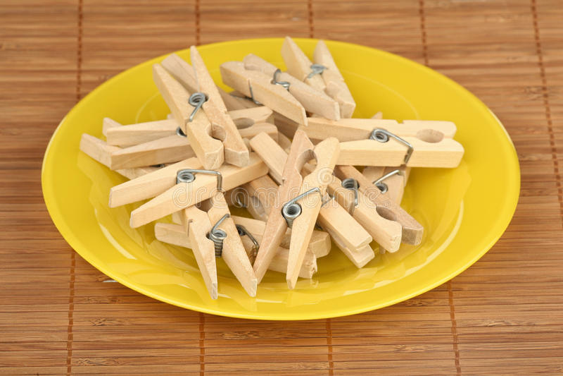 куча clothespins стоковая фотография